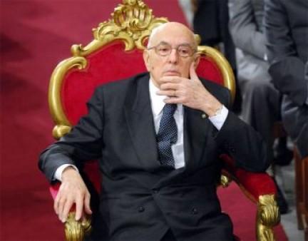 Re Giorgio scioglie le camere e impedisce i referendum, ma nessuno lo dice