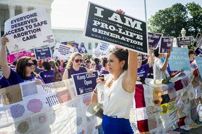Colpiti i diritti delle donne. Pillon esulta!